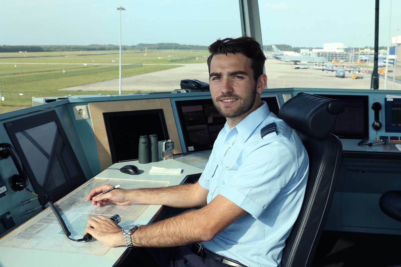 Job aan het werk op vliegbasis Eindhoven